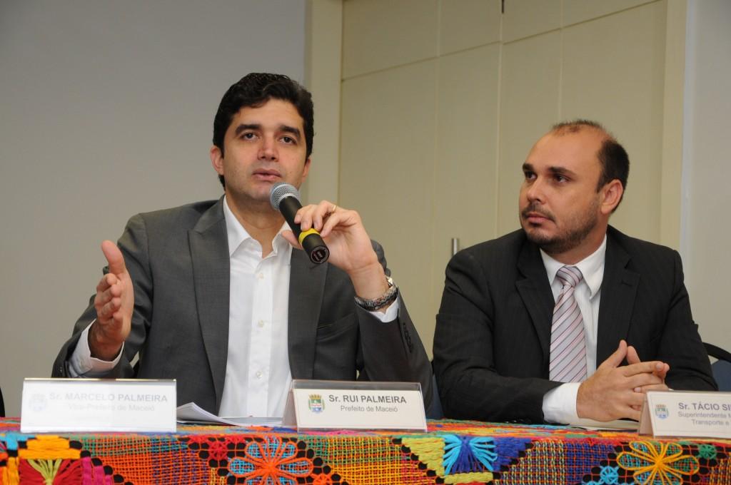 Rui Palmeira apresenta edital para licitação do transporte público