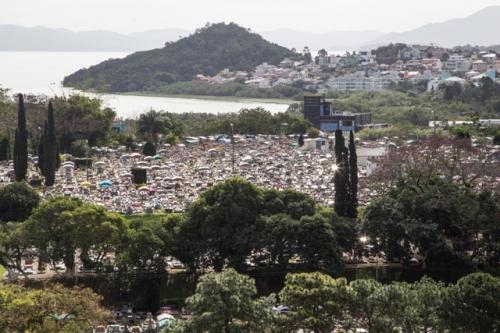 Com o fim das vagas nos cemitérios de Florianópolis, as gavetas são o único recurso oferecido