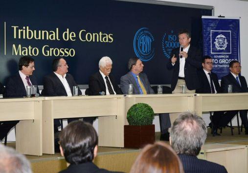 Mauro Mendes anuncia licitação do transporte coletivo de Cuiabá para este ano, mesmo sem tarifa do VLT