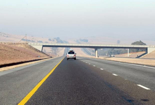 Governo estuda concessões patrocinadas de rodovias, diz secretária