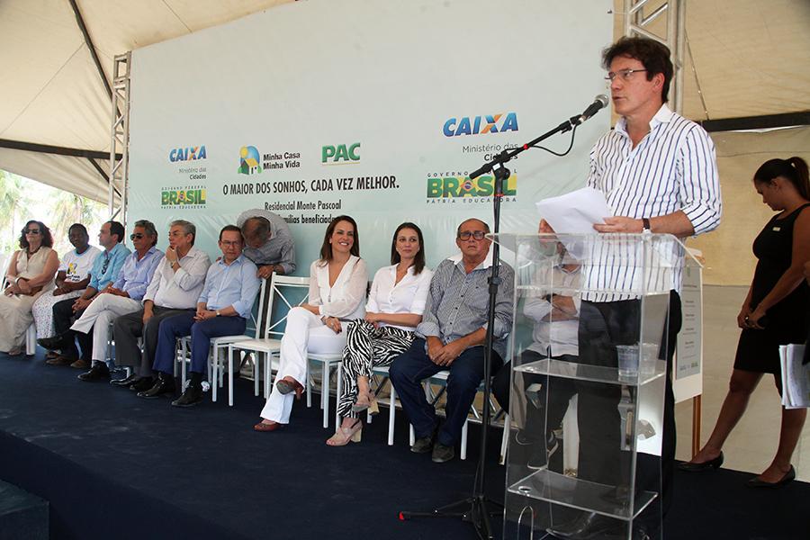 Governador entrega 161 casas e anuncia licitação do restaurante popular em São José de Mipibu