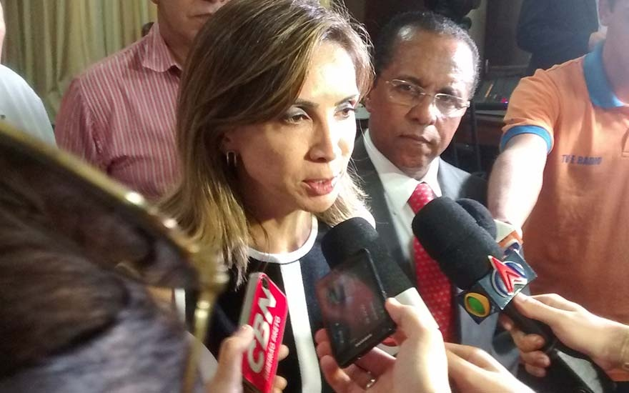 Prefeita anuncia duplicação de avenida na zona Leste