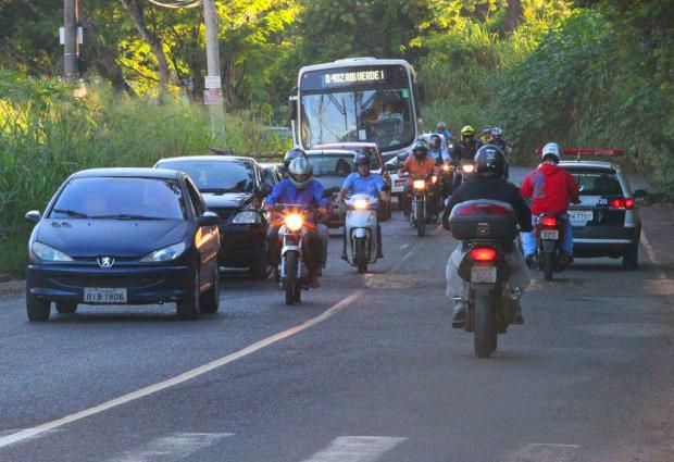 Com 3 anos de atraso, prefeitura anuncia licitação para duplicar avenida