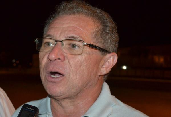 Assis anuncia retomada das obras do novo hospital de Picos