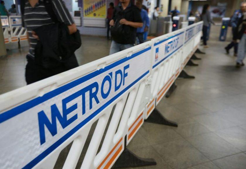 Usuários do Metrô-DF sofrem com a falta de ventilação nos vagões