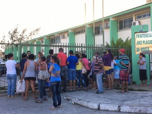 Secretário anuncia medidas após rebeliões no presídio de Caruaru, PE