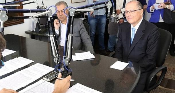 Geraldo Alckmin falou de intervenção na Hidrovia Tietê-Paraná, ao lado de Reinaldo Azambuja