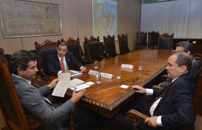 Deputado Federal Vicentinho Júnior comemora a publicação do edital de licitação para a construção da Ponte Xambioá