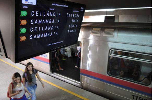 Estações de metrô em Brasília terão painéis digitais com horário de chegada dos trens