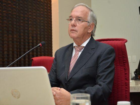 Conselheiro suspende licitação da Secretaria de Educação do Estado