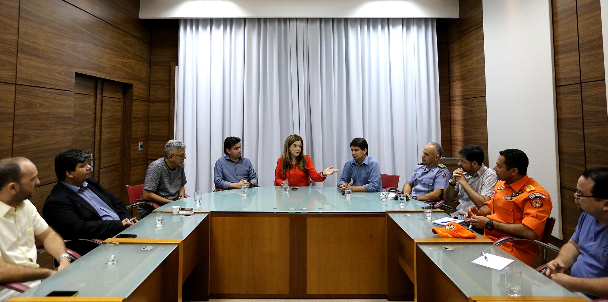 Reunião entre a governadora Nazareth Araújo e membros do Sistema Integrado de Segurança Pública definiu ações estratégicas (Foto: Sérgio Vale/Secom)