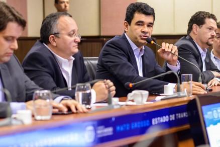 O secretário de Infraestruturam Marcelo Duarte (dir,) e o governador Pedro Taques (esq.)